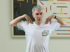 Schouderblad draaien met ellebogen omhoog; kleine beweging